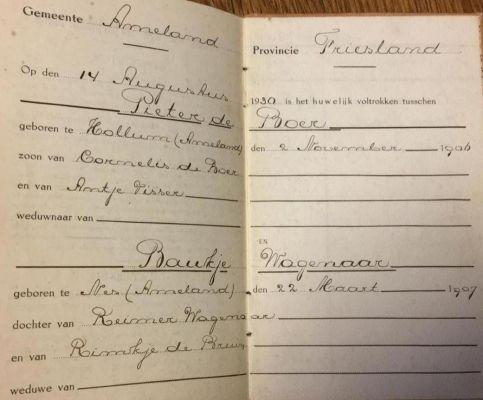 Trouwboekje-van-Pieter-de-Boer-vader-van-Alida-Smid---de-Boer-Zij-heeft-onlangs-alle-vaardocumenten-van-haar-vader-in-handen-gekregen